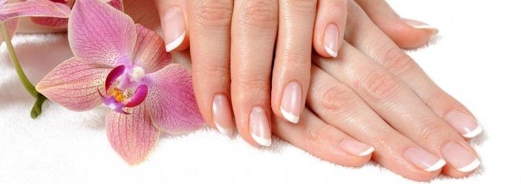 De beaux ongles de femme