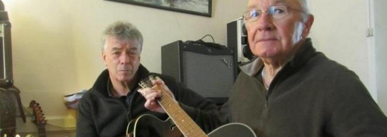 Le guitariste de 81 ans pendant ses cours