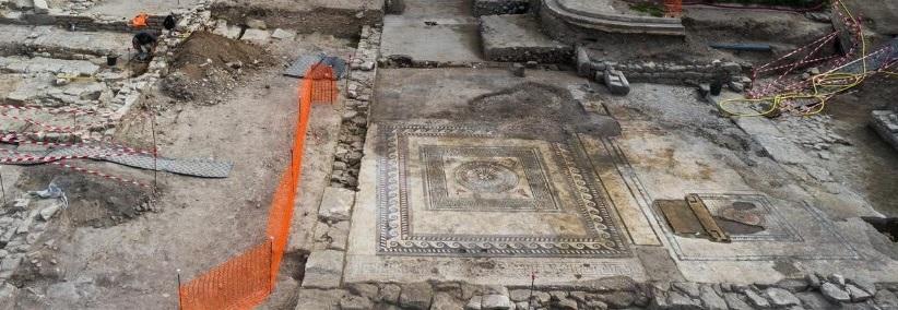 Les vestiges qui étaient enfouis avant les fouilles